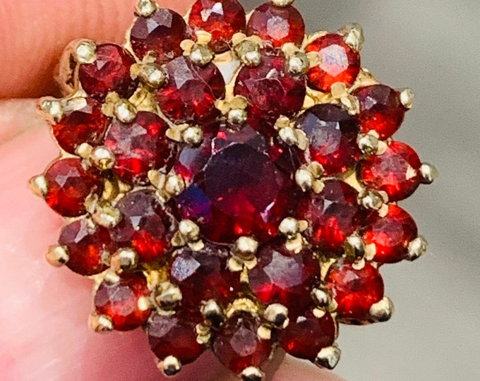 Small sized vintage 9ct yellow gold Garnet cluster ring - hallmarked Birmingham 1966 - size C or US 1 1/2