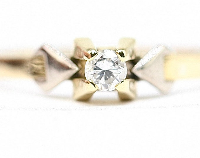 Superb sparkling vintage 18ct gold 0.10 Diamond solitaire / engagement ring - size R or US 8.5