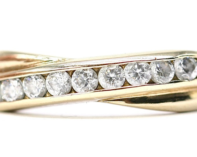 Superb vintage 9ct yellow gold Cubic Zirconia crossover ring - fully hallmarked - size M or US 6