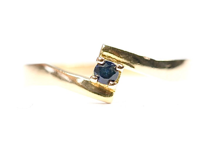 Superb vintage 18ct gold Sapphire solitaire ring- fully hallmarked- size M or US 6