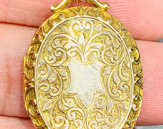Superb 111 year old Edwardian engraved 9ct gold double locket with a faceted split ring bale - Chester 1910