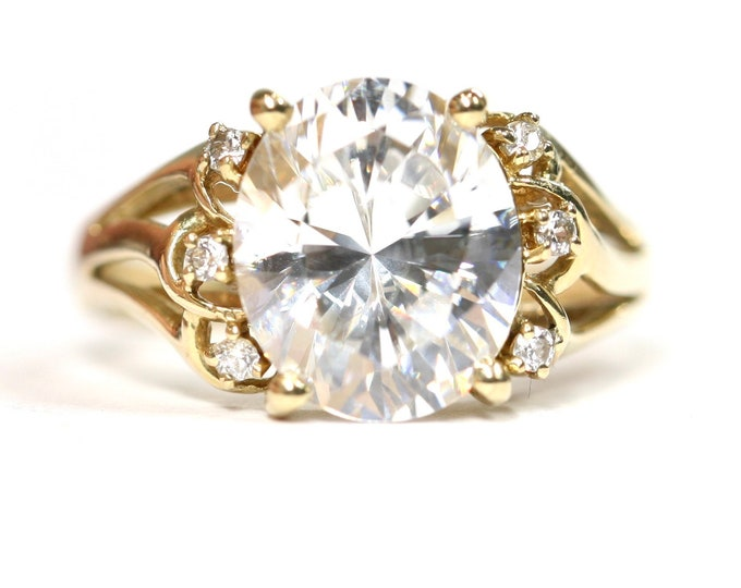 Superb sparkling 14ct yellow gold statement ring with Cubic Zirconia - fully hallmarked - size R or US 8 1/2