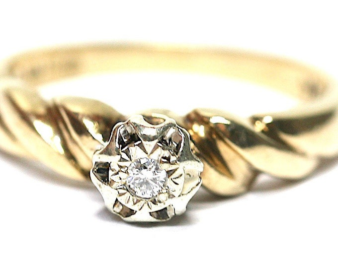REDUCED ***Sparkling vintage 9ct yellow gold Diamond engagement ring - fully hallmarked - size L or US 5 1/2