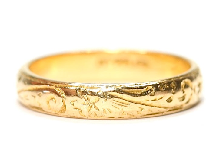 Fabulous vintage 22ct gold patterned wedding ring - hallmarked London 1984  - size O or US 7
