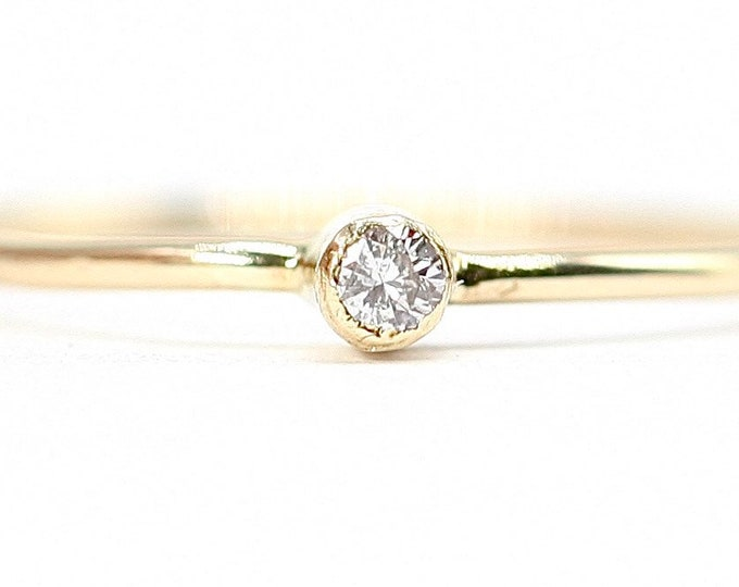 Superb sparkling vintage 9ct yellow gold Diamond solitaire / stacking ring - hallmarked London 1979 - size P or US 7.5