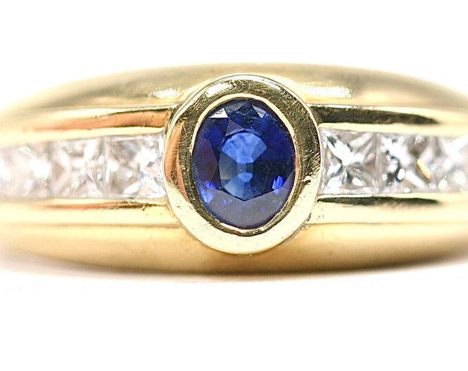 Stunning vintage 18ct gold Sapphire and Diamond statement ring - fully hallmarked - size K or US 5