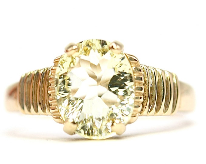 Stunning vintage 9ct yellow gold Lime Citrine solitaire ring - fully hallmarked - size N 1/2 or US 6 3/4