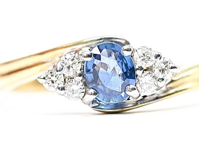 Superb sparkling vintage 9ct gold Sapphire and Diamond ring - fully hallmarked - size O or US 7