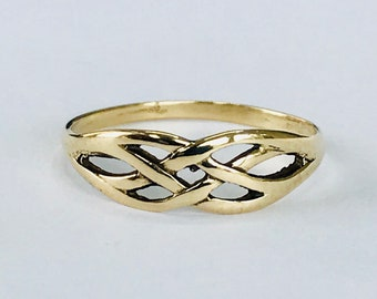 Vintage 9ct yellow gold Celtic patterned ring