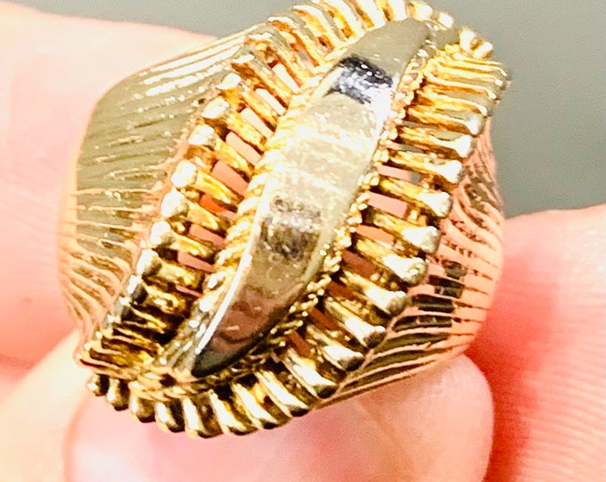 Superb heavy vintage 9ct yellow gold Abstract / Modernist statement ring - hallmarked Birmingham 1964 - size K or US 5 - 8gms