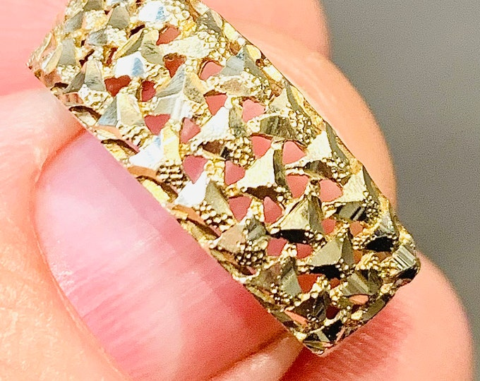 Superb vintage 9ct yellow gold pierced design ring - fully hallmarked - size Q or US 8
