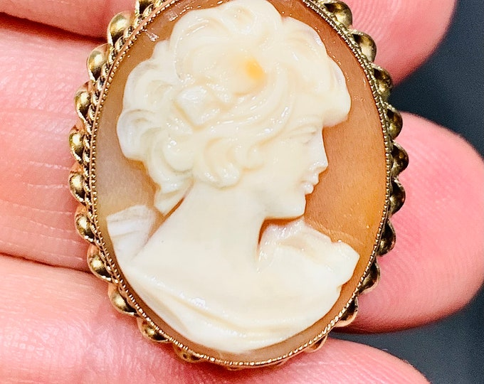 Superb vintage 9ct yellow gold carved shell Cameo pendant / brooch - hallmarked Birmingham 1974