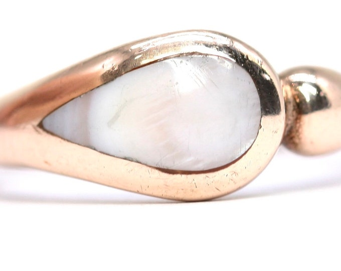 Stunning and unusual vintage 9ct rose gold ring with Mother of Pearl - fully hallmarked - size P or US 7.5