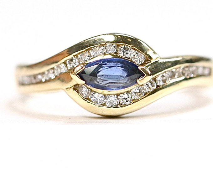 Sparkling vintage 9ct gold Sapphire and Diamond dress ring - fully hallmarked - size K or 5 1/4