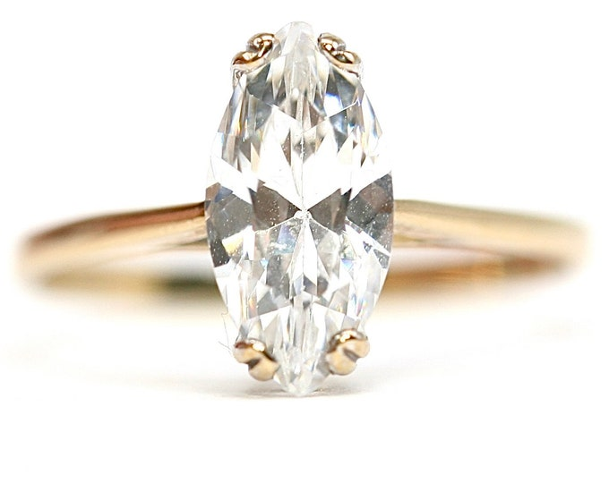 Stunning vintage 9ct yellow gold Cubic Zirconia solitaire ring - fully hallmarked - size P or US 7.5