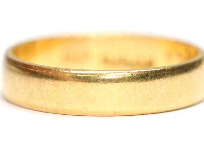Superb vintage 22ct gold wedding ring - hallmarked London 1962 - size J or US 4 1/2