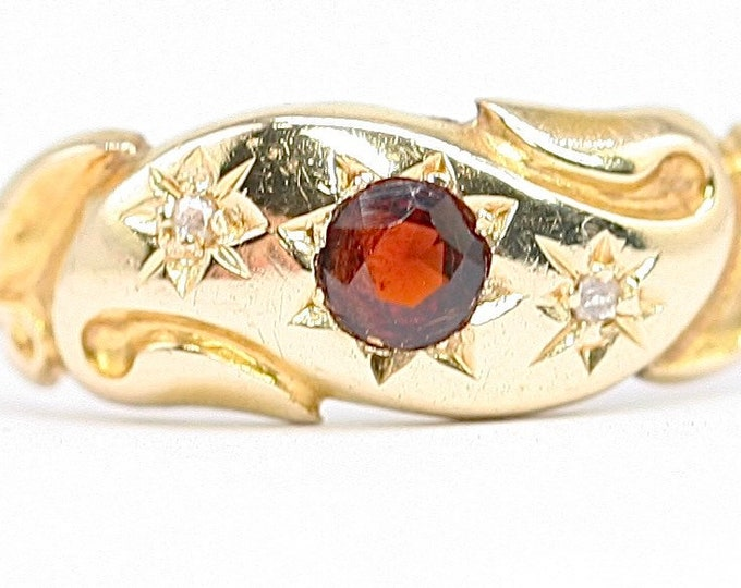 Beautiful antique Edwardian 18ct gold Garnet and Diamond ring - hallmarked Chester 1905 - size M or US 6