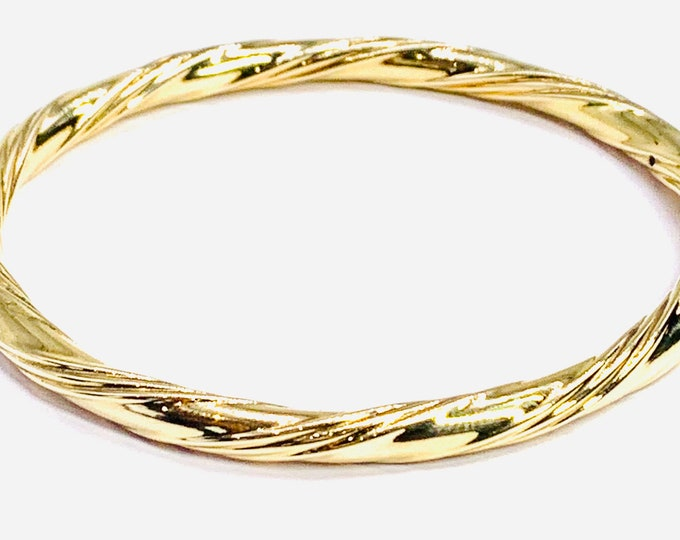 Superb heavy vintage 9ct yellow gold 7 1/2 inch bangle - fully hallmarked - 15.4gms