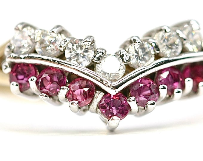Superb sparkling vintage 9ct gold Ruby and Cubic Zirconia chevron ring - hallmarked Sheffield 1994 - size N 1/2 or US 6 3/4