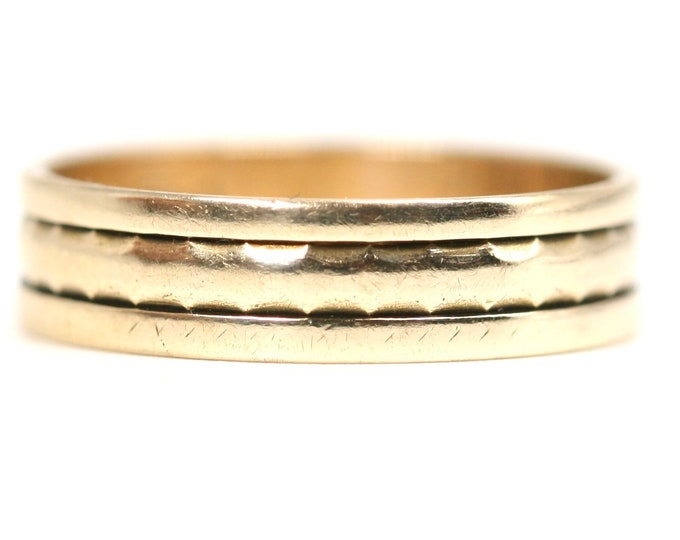 Vintage 9ct yellow gold band / wedding ring - hallmarked London 1961 - size P or US 7.5