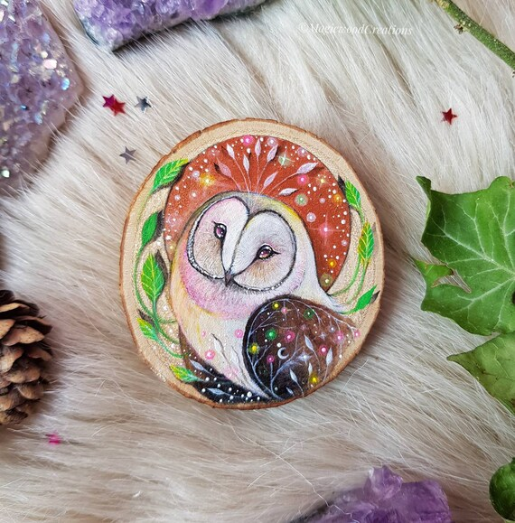 Lovely barbagianni, owl art, animal spirit, magical art, painted on wood, full moon, recycled wood, gift idea