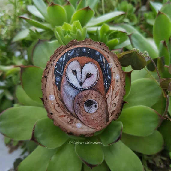 Ornament Barbagianni pyrography, animal spirit, original art, painted on wood