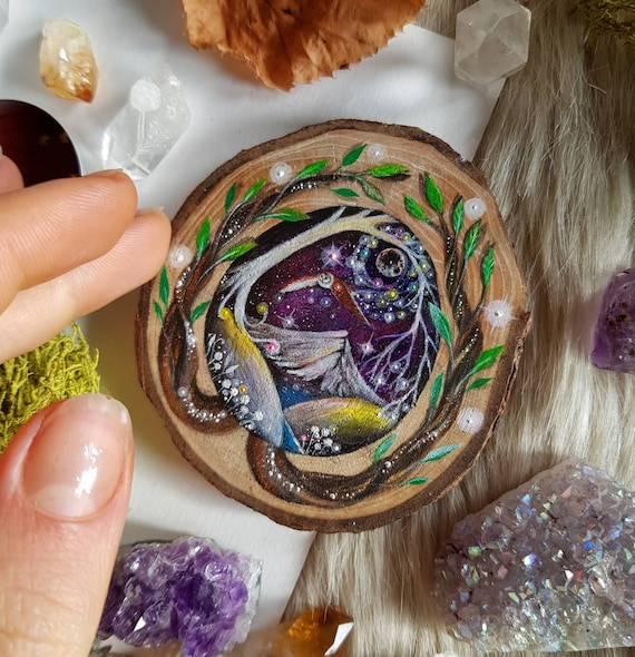 Mini painting magical portal, Barbagianni in flight, art on slice of wood, decoration to hang, gift idea