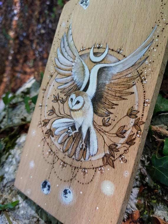 Barn owl in flight, pyrography on wood, ornate chopping board, gift idea, wall decoration