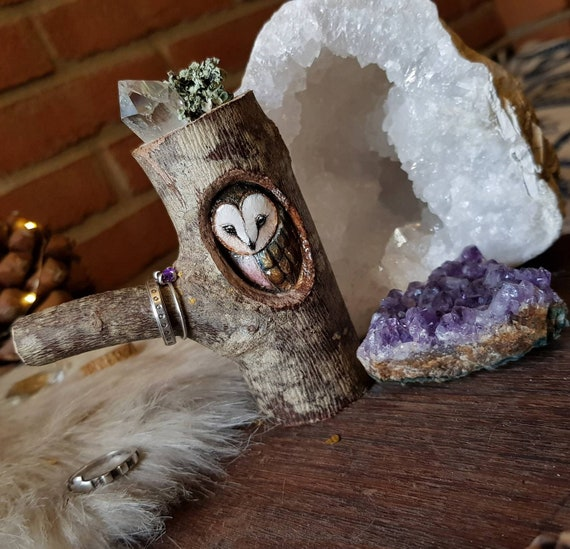 Owl sculpture brings jewelry, barbagianni sculpture, wood carving, hand-painted, gift idea