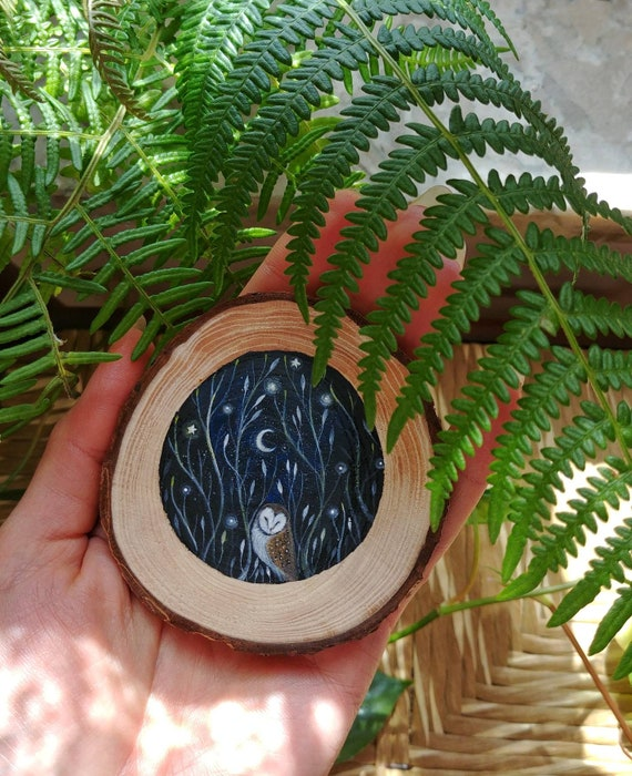 Barn owl, painted on wood slice, hanging decoration, gift idea