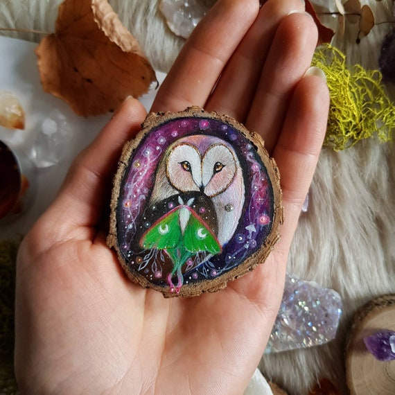Magical painting, Barbagianni with moth, painted on slice of wood, decoration to hang, gift idea