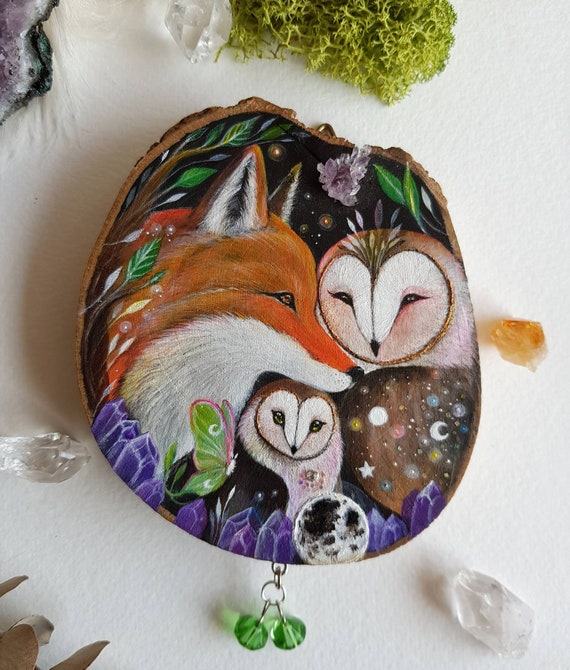 Loving family, painted on slice of wood, painted barbagianni and fox, crystals of amethyst ,animal spirits, owl art, gift idea