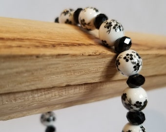 Black and white stretch bracelet with flowers