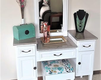 Sea Queen II Makeup Vanity Table