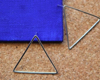 Silver triangle earrings. Geometric earrings. Triangle earrings. Minimal design. Geometric jewellery. Handmade triangle studs. Silver studs.