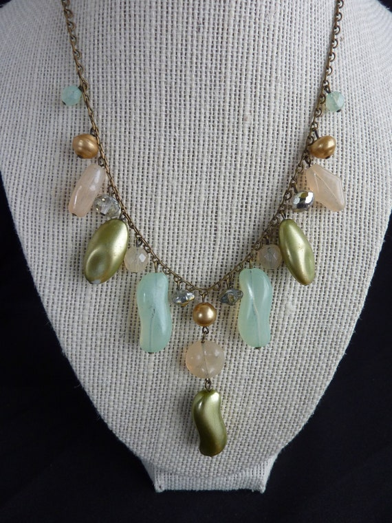 vintage necklace small green crystals green beige vintage gift woman gift pendant Gold metal necklace vintage beads woman necklace
