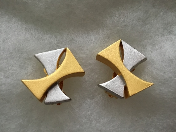 Vintage Retro Modernist Signed Lee Wolfe Clip On Earrings Gold Tone