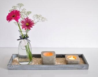 Plateau décoratif, vase et  bougeoirs ciment
