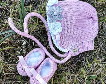 Complete baby ready to ship, pink cap with flowers and shoes cradle in merino wool and cotton, knitted, birth size
