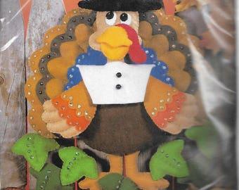 "Design Works""Turkey"" felt applique Thanksgiving decor kit #5131"