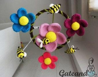 Crib mobile: Bees and Flowers. amigurumi. Crochet.