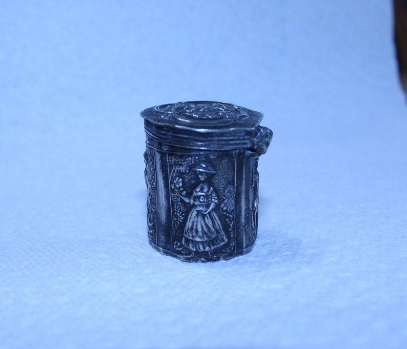 Vintage Silver Pillsnuff Box