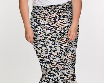 07754072980 KIERA Curvy Women s Midi Length Black Pull On Plus Size Pencil Skirt in  Ivory Printed Jersey
