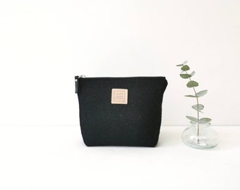 Zipper pouch to organize the bag, wool pouch for small objects, black zipper case for women's handbag.