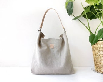 Hobo bag in raw linen with natural leather strap. Lightweight and large Shoulder purse for women.