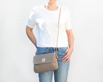 Olive green linen Crossover bag. Small linen croosbody bag for summer. Minimalist zippered purse.