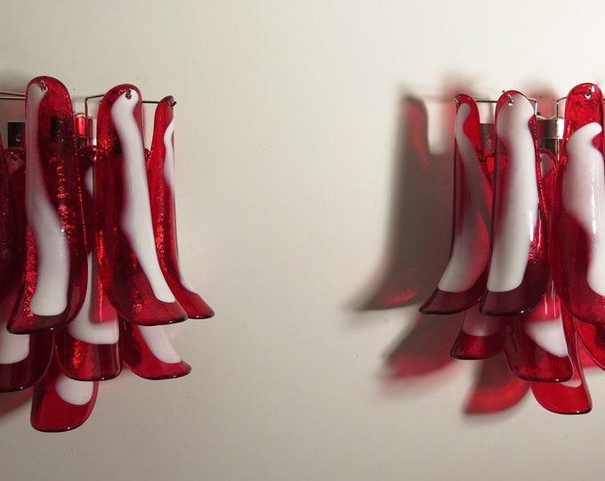 Pair of Vintage Italian Murano wall lights - Mazzega - 10 red lattimo glass petals