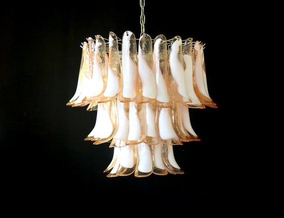 Italian vintage Murano chandelier - Mazzega - 52 pink lattimo glass petals
