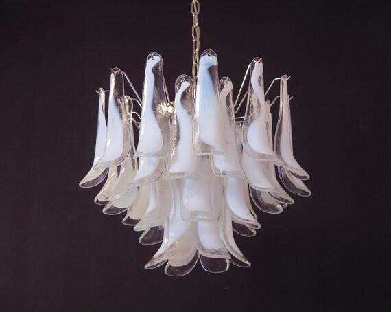 Italian vintage Murano chandelier - Mazzega - 36 lattimo glass petals