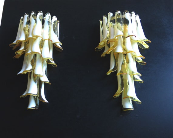 Pair of Vintage Italian Murano wall lights - Mazzega - 21 caramel and lattimo glass petals